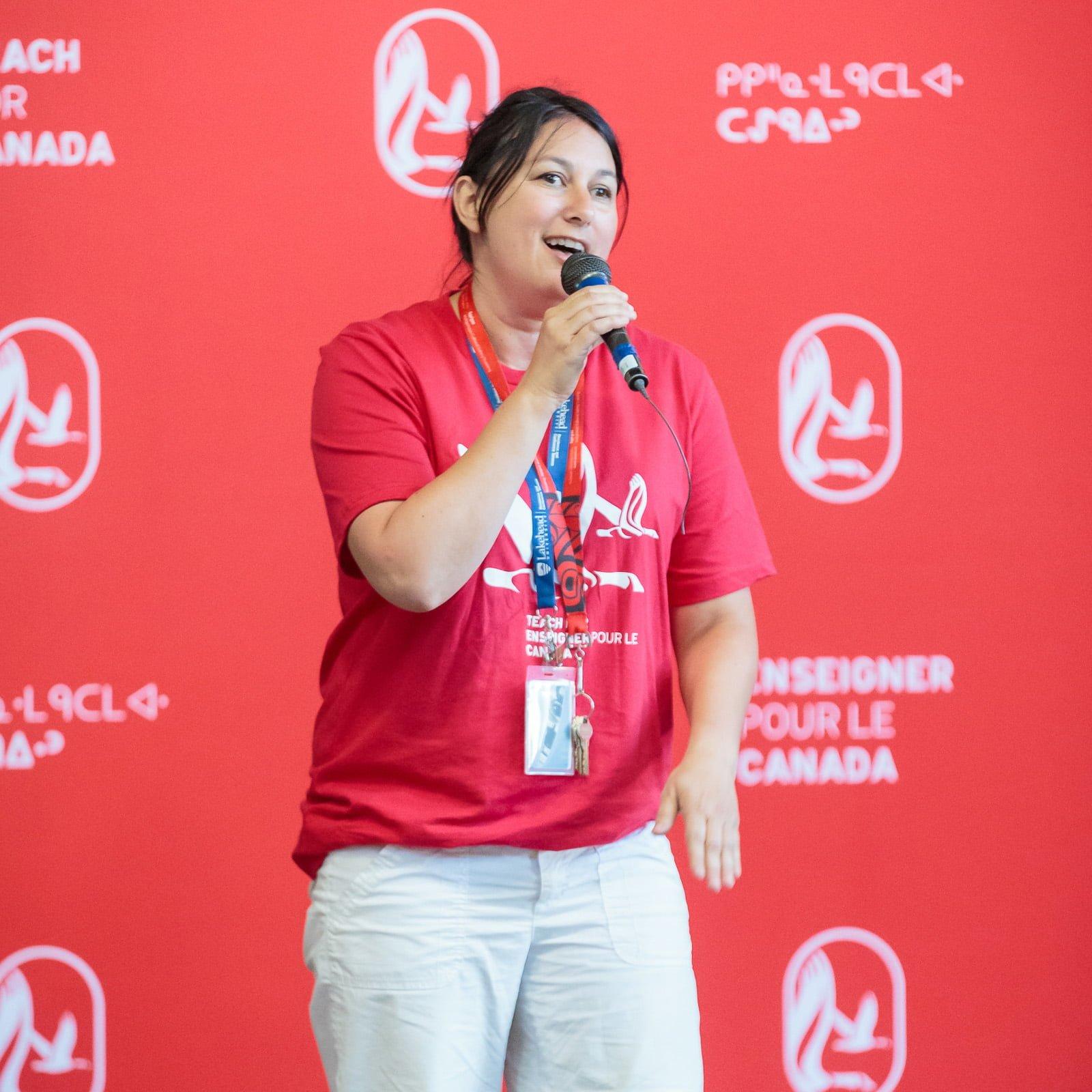 Juanita Muise singing