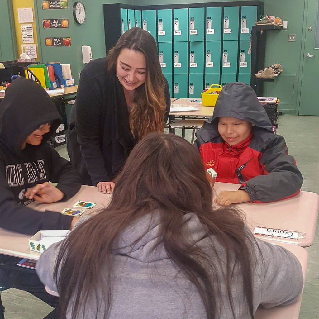 Jenn Elwell working with her grade 6 students in Sandy Lake First Nation